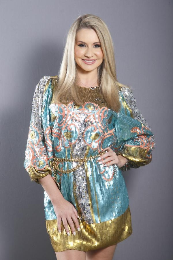 roxana vașniuc, poză de studio