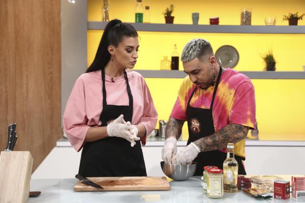 Alex Velea și Antonia i-au vizitat pe Chef Sorin Bontea, Chef Florin Dumitrescu și Chef Cătălin Scărlătescu în a 15-a ediție a sezonului 9 Chefi la Cuțite
