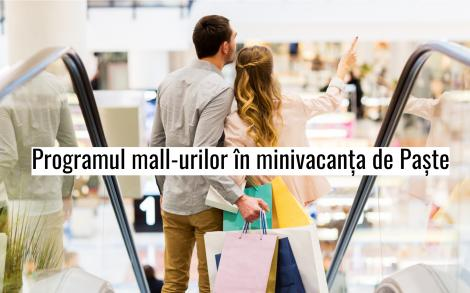 femeie si barbat la cumparaturi in mall