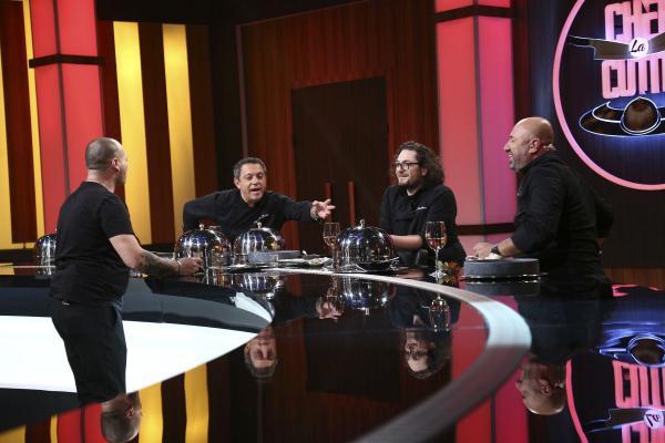 Chef Cătălin Petrescu, în fața celor trei chefi în platoul Chefi la Cuțite - sezonul 9