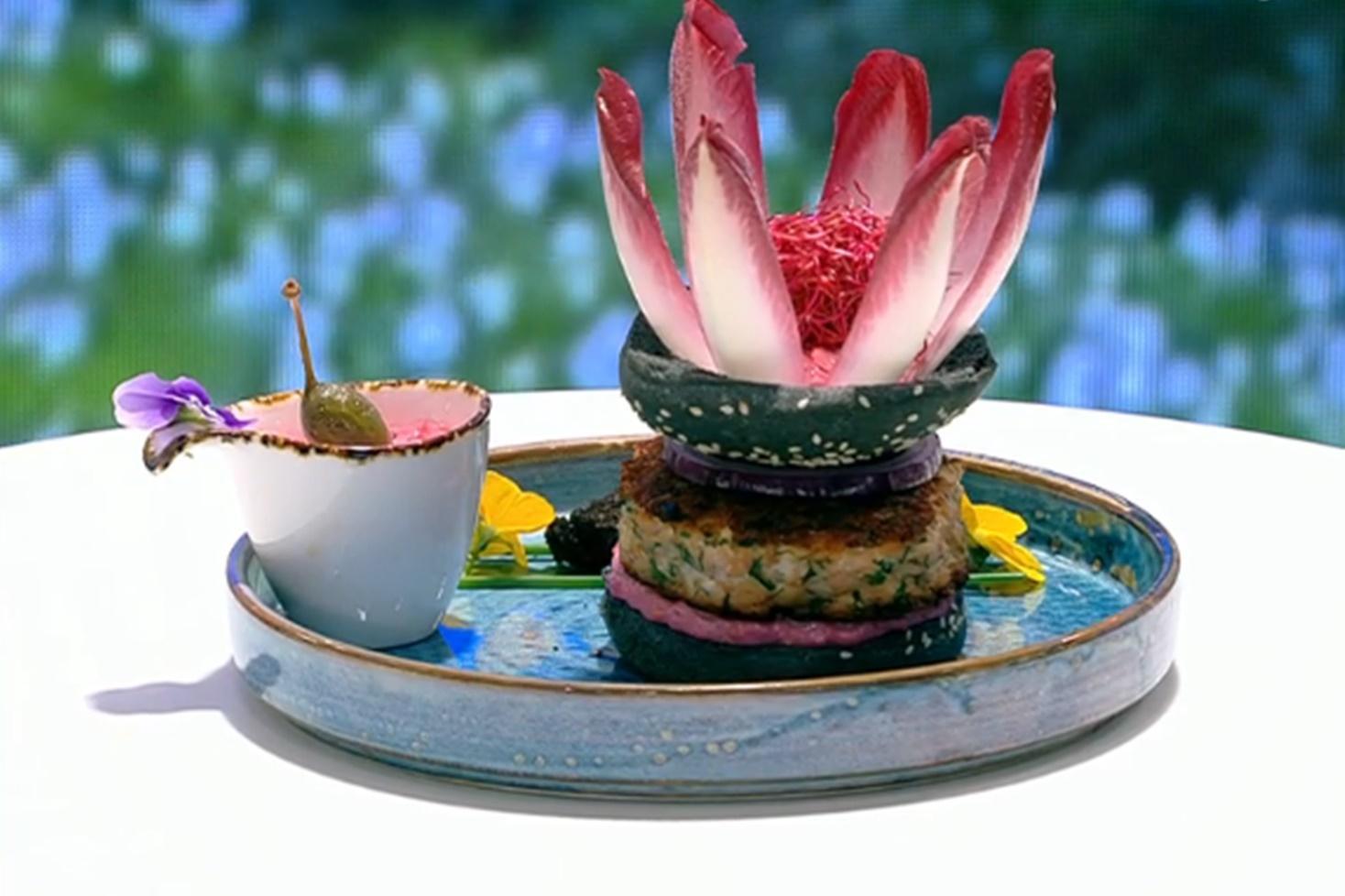 Burger de somon cu sos de sfeclă roșie și maioneză, rețeta lui Vlăduț de la Neatza cu Răzvan şi Dani