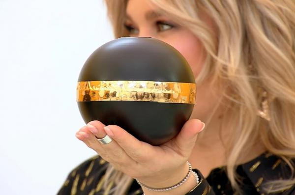 bomba secreta amulete chefi la cutite,s fera neagra cu auriu