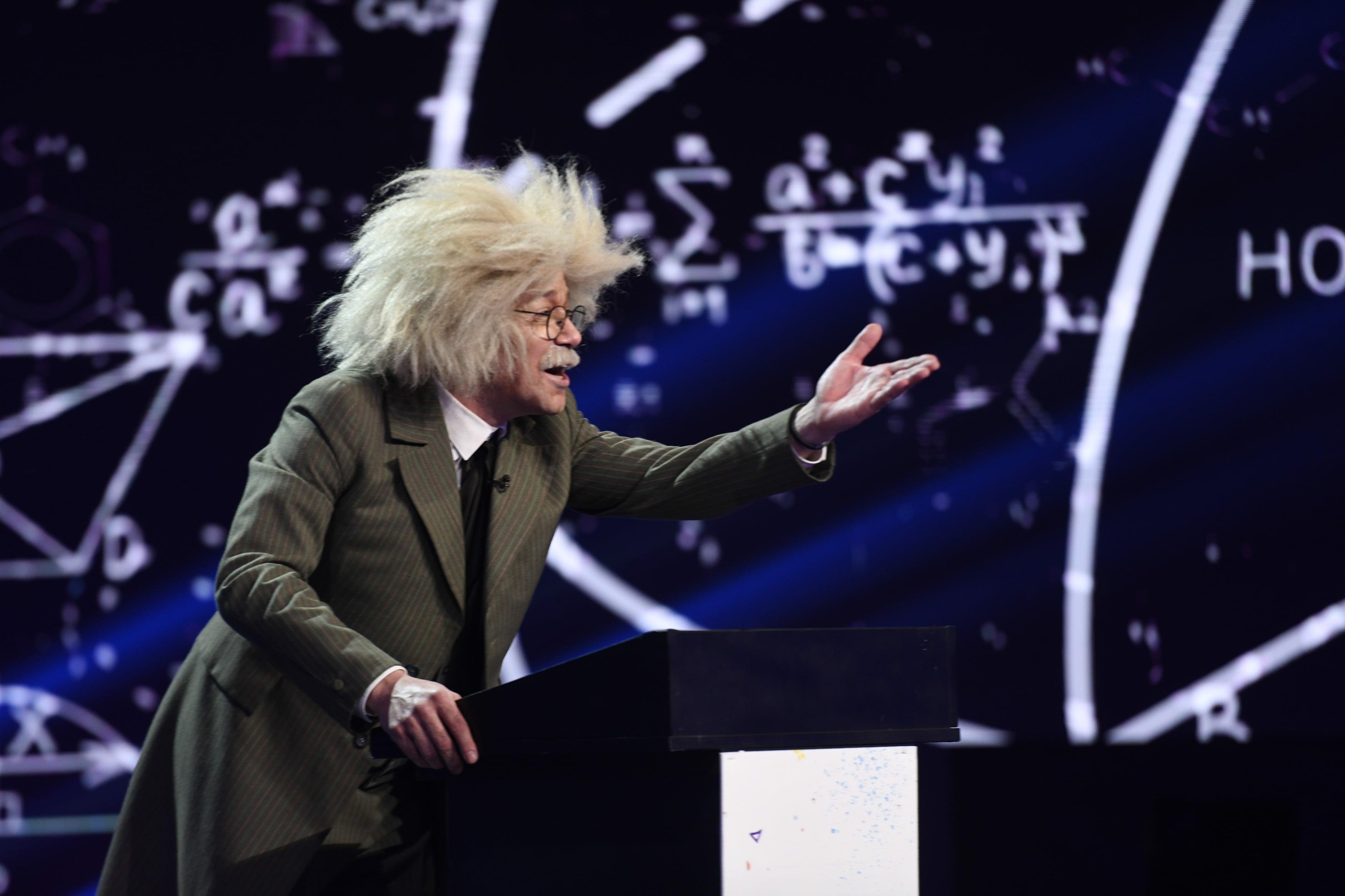 iUmor, 7 aprilie 2021. Albert Einstein, roast istoric pe scena comediei. Ce a spus despre Delia și Cheloo