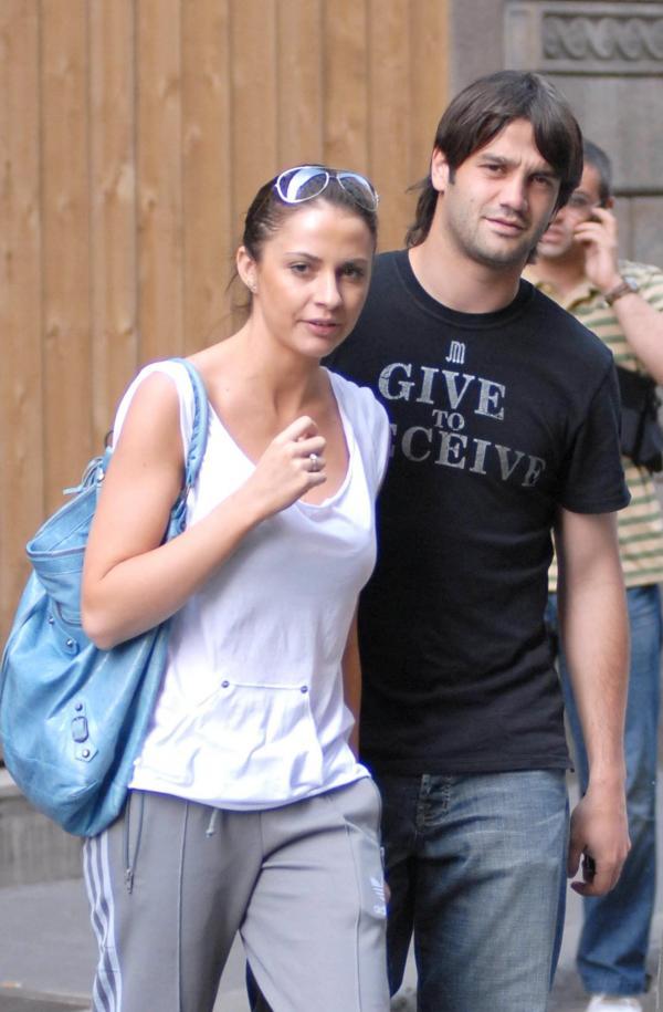 Adelina Chivu în tricou alb și Cristi Chivu în tricou negru