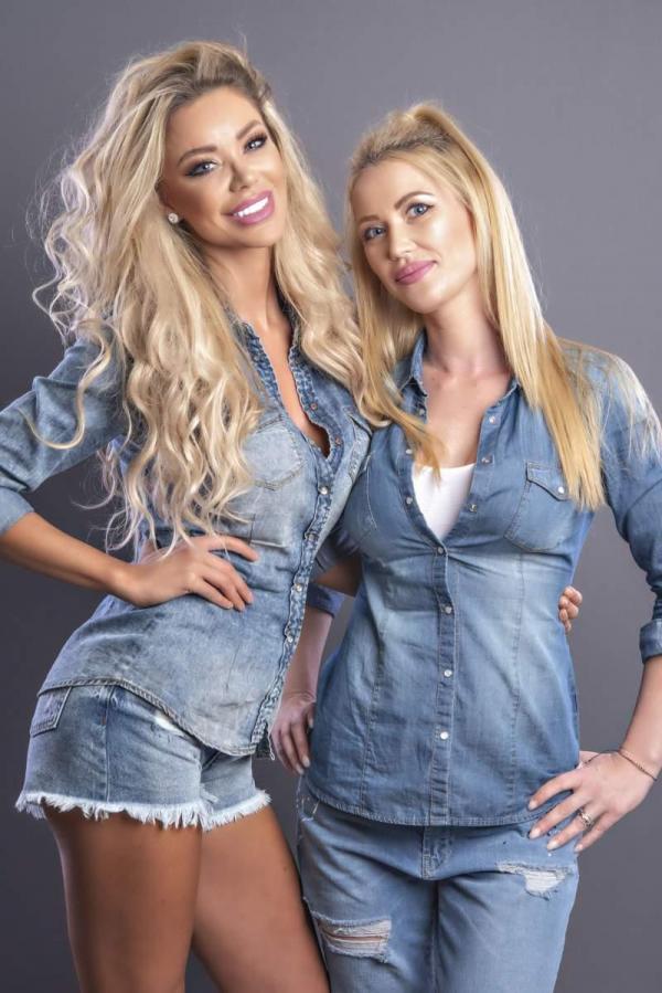 Bianca Drăgușanu și Oana Drăgușanu, îmbrăcate în costme de blugi, ședință foto pentru Asia Express
