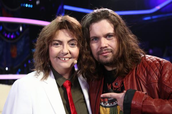 Emilia Popescu, transformată în Radu Almășan, lângă artistul invitat special la Te cunosc de undeva!