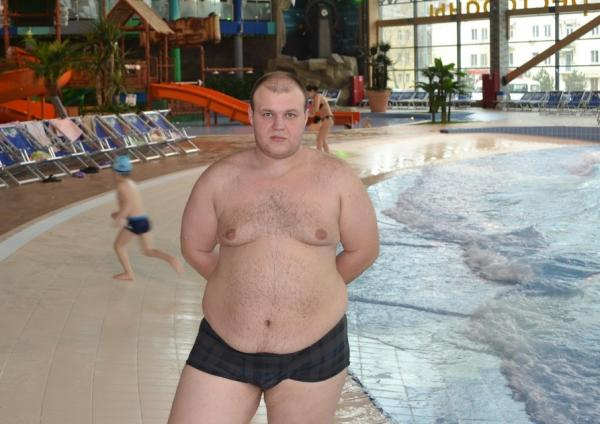 Denis Shevchenko, poză în slip, în fața unei piscine, pe vremea când avea 182 de kilograme