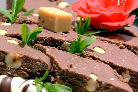 Ciocolata de casă se porționează după ce devine fermă
