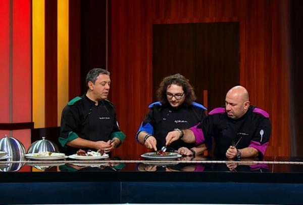 """Sorin Bontea, Florin Dumitrescu și Cătălin Scărlătescu degustand la """"Chefi la cuțite"""""""
