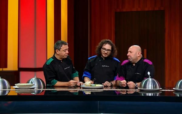 """Sorin Bontea, Florin Dumitrescu și Cătălin Scărlătescu degustand in proba de duel de la """"Chefi la cuțite"""""""