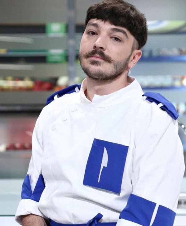 Theo Costache, în uniforma albastră la Chefi la cuțite