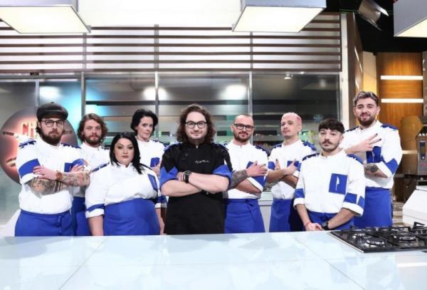 Florin Dumitrescu, alături de echipa lui din sezonul 9 Chefi la cuțite