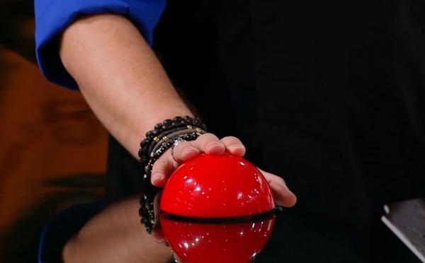 mana lui florin dumitrescu apasand butonul rosu la chefi la cutite