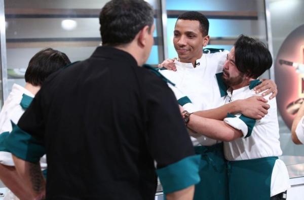 Rikito, îmbrățișându-l pe Alexandro Matias, după eliminarea acestuia