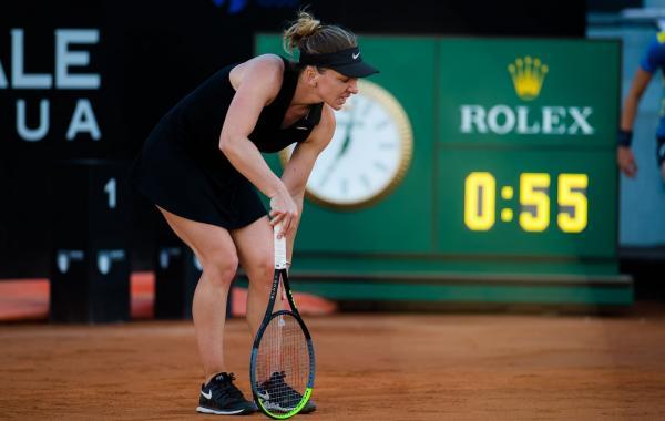 Simona Halep, după accidentare, pe terenul de tenis