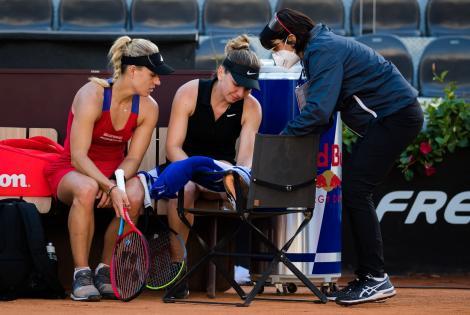 Simona Halep și Angelique Kerber, după accidenatarea româncei