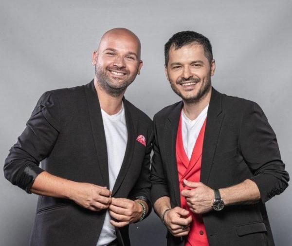 Liviu Vârciu și Andrei Ștefănescu, îmbrăcați în sacouri negre
