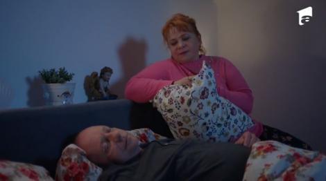 Serial Adela, episodul 35 și episodul 36, din 13 mai 2021. Nuța încearcă să-l sufoce pe Mitu pentru că nu mai poate ține secretul