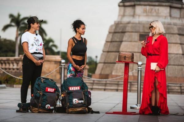 Nico într-un tricou alb și Alexandra într-un tricou negru, la Asia Express, alături de Gina Pistol
