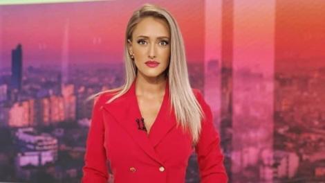 Iuliana Pepene, într-un costum roșu, la Observator