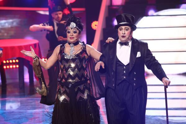Adriana Trandafir și Romică Țociu, trnaformați în Liza Minnelli și Joel Grey, pe scena TCDU