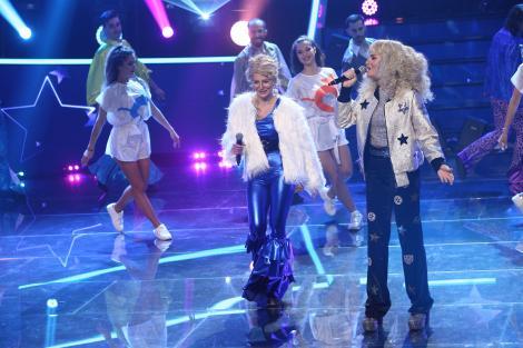Ana și Raluka, transformatw în Cher și Meryl Streep, pe scena TCDU