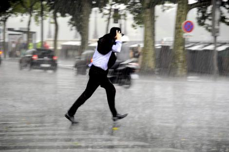 Alertă ANM! Cod Galben de descărcări electrice și vreme rea în București. Ploi în mai multe regiuni din țară