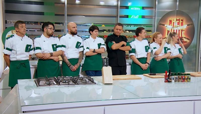 """Sorin Bontea, alături de concurenții din echipa verde de la """"Chefi la cuțite"""""""