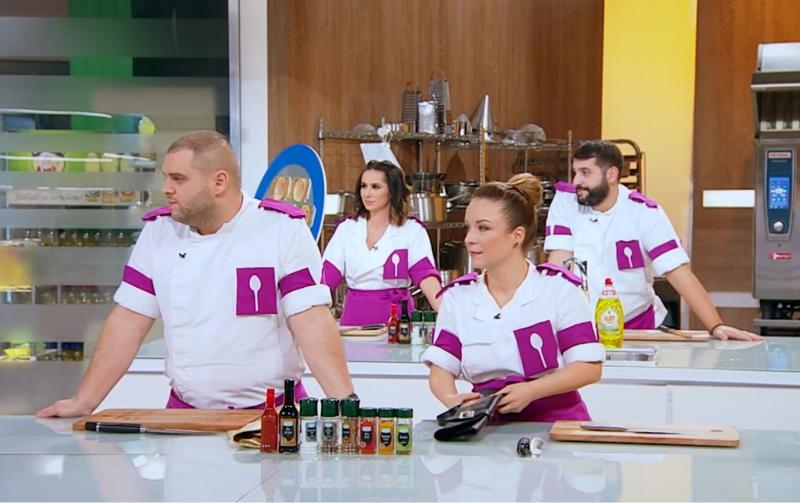 "Concurenții din echipa mov, la ""Chefi la cutite"" in bucatarie"