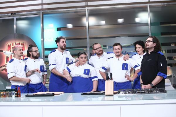 """Florin Dumitrescu, juratul emisiunii """"Chefi la cuțite"""",alaturi de echipa sa"""
