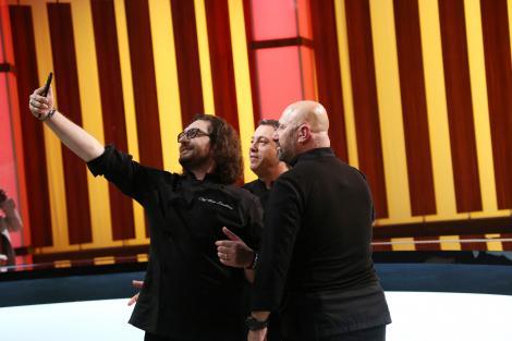Sorin Bontea, Florin Dumitrescu și Cătălin Scărlătescu facand selfie in platoul chefi la cutite
