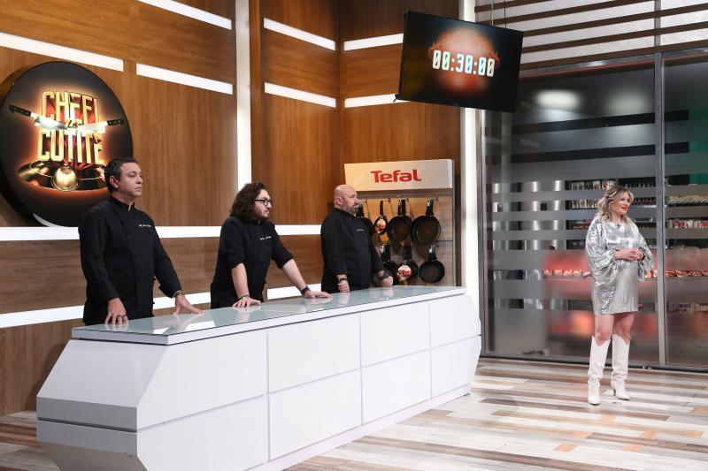 Florin Dumitrescu, Sorin Bontea și Cătălin Scărlătescu si gina pistol in bucataria chefi la cutite