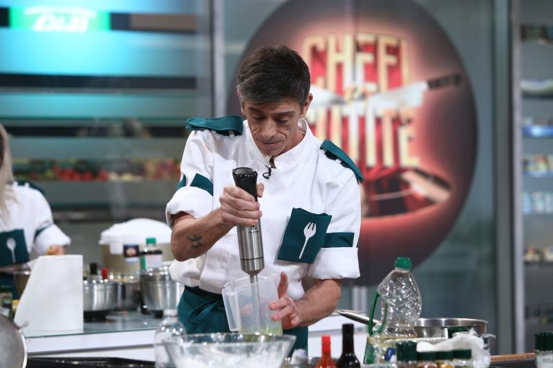"""Francisco Jose Garcia Lopez de la """"Chefi la cuțite"""" sezonul 9, gatind in bucatarie"""