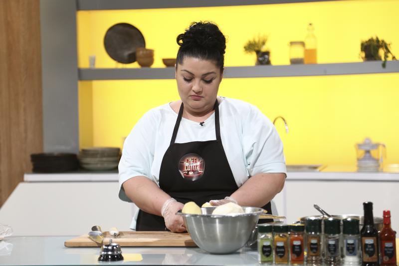 Gabriela Porumbel in auditiile chefi la cutite, gatind in bucatarie