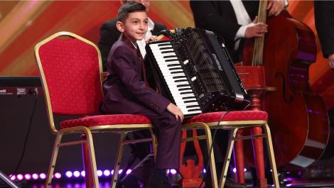 """Next Star, 22 mai 2021. Diego Gruia a urcat pe scenă însoțit de taraf și a cântat la acordeon: """"Ești mare rău de tot!"""""""
