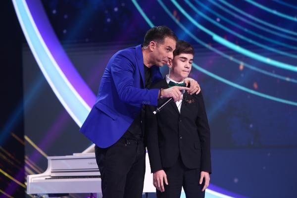 Amir Bălteanu pe scena Next Star, alături de Dan Negru