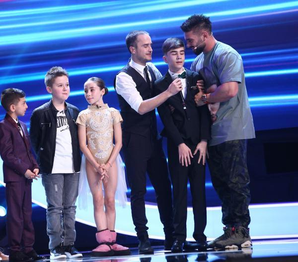 Amir Bălteanu pe scena Next Star, alături de celilați concurenți, Dorian Popa și Șerban Copoț