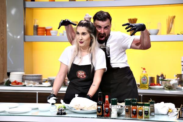 """Adda și Cătălin Rizea, soțul său, în bucataria emisiunii """"Chefi la cuțite"""""""