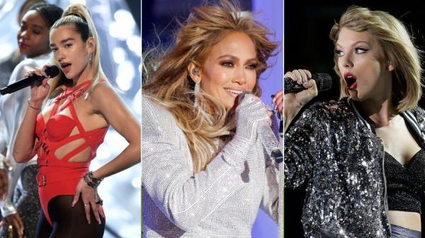 Colaj de trei fotografii cu Dua Lipa, Jennifer Lopez si Taylor Swift, fotografii din concertele lor
