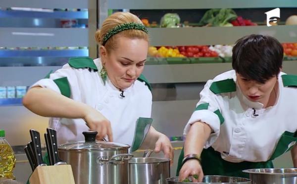 "Victorina Matveev in bucataria emisiunii ""Chefi la cuțite"", alaturi de cristina malai"