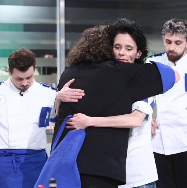 Florin Dumitrescu și Mirela Negoiță se îmbrățisează