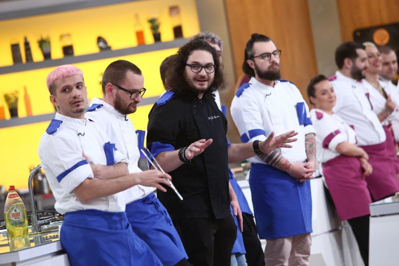 Florin Dumitrescu și concurenții din echipa albastră