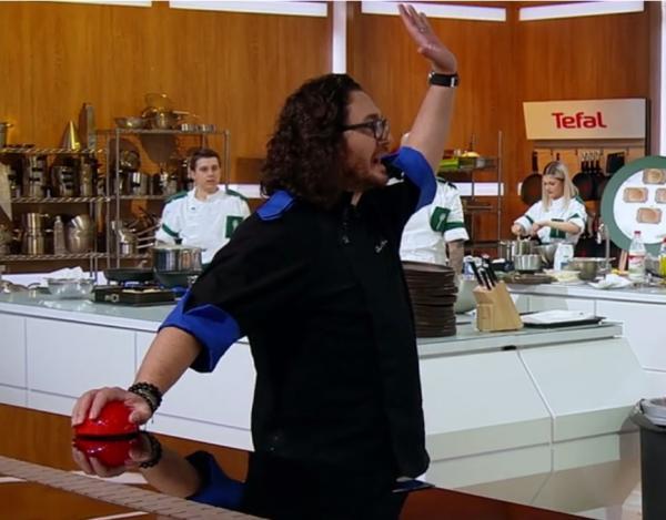 Florin Dumitrescu in bucataria chefi la cutite