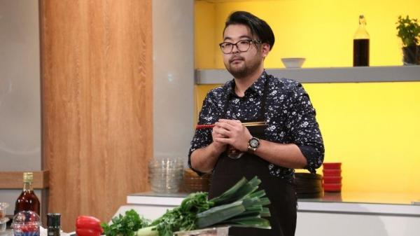 Rikito Watanabe în preselecțiile Chefi la cuțite, în cămașă neagră