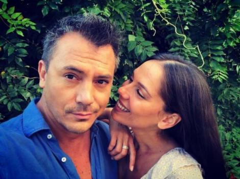 Răzvan Fodor și Irina Fodor s-au fotografiat impreună, ea zâmbindu-i.