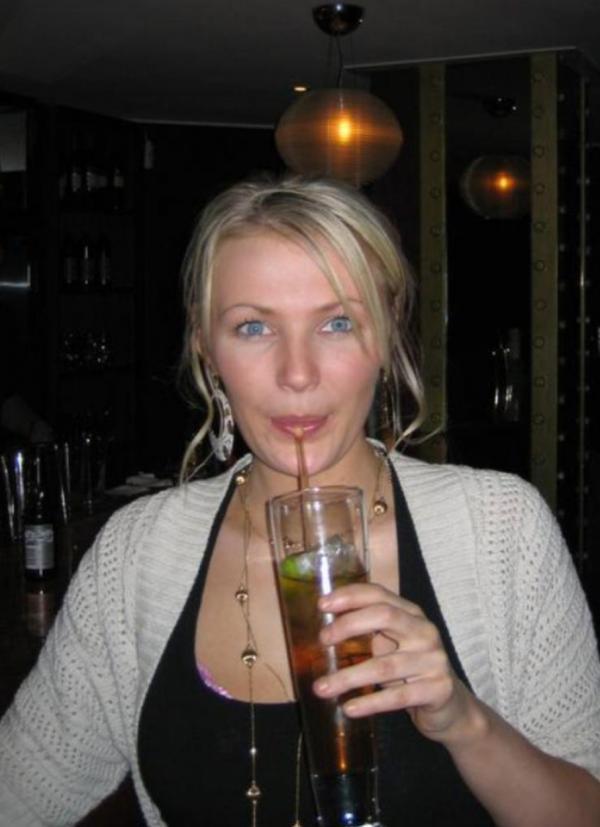 nicola farrell, in timp ce bea alcool