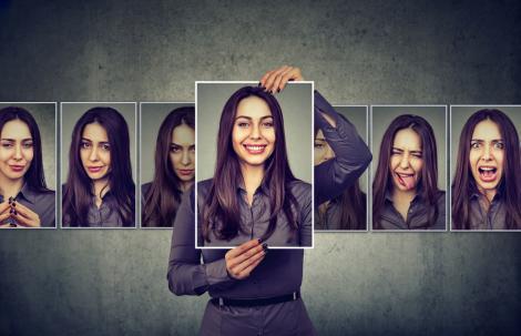 imagine cu portretele unei persoane, avand stari siferite