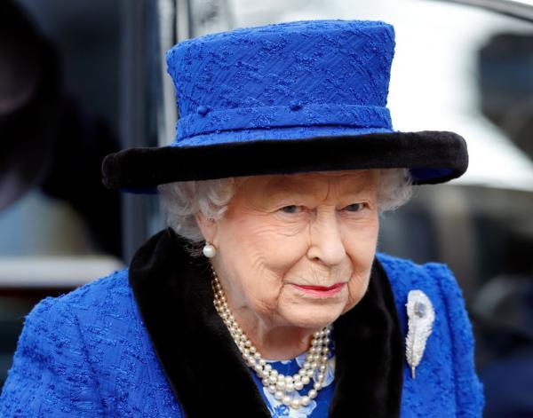 regina elisabeta in albastru