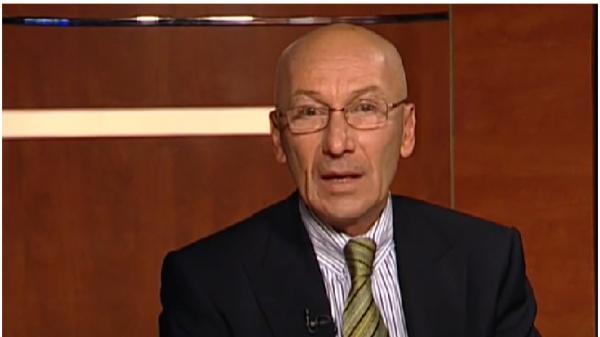 Mihai Rusu, îmbrăcat la costum, într-o emisiune tv