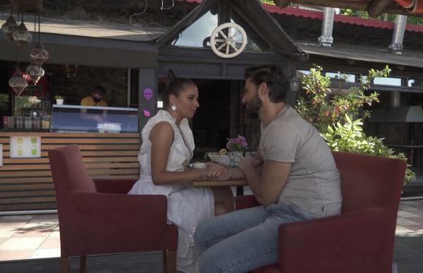 Ana a avut parte de un single date cu Andi